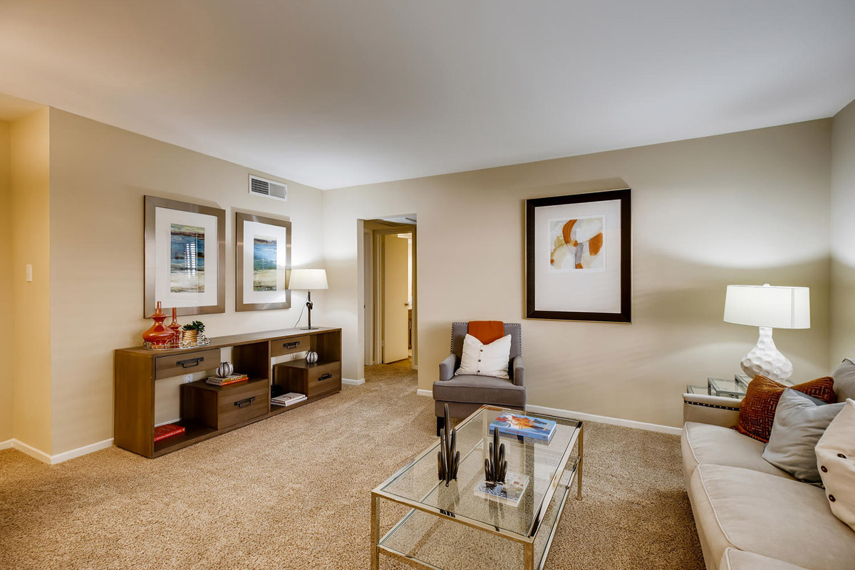 Gallery 3 | The Bordeaux Houston Galleria apartments