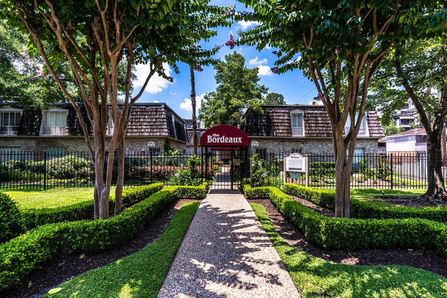 Gallery 4 | The Bordeaux Houston Galleria apartments