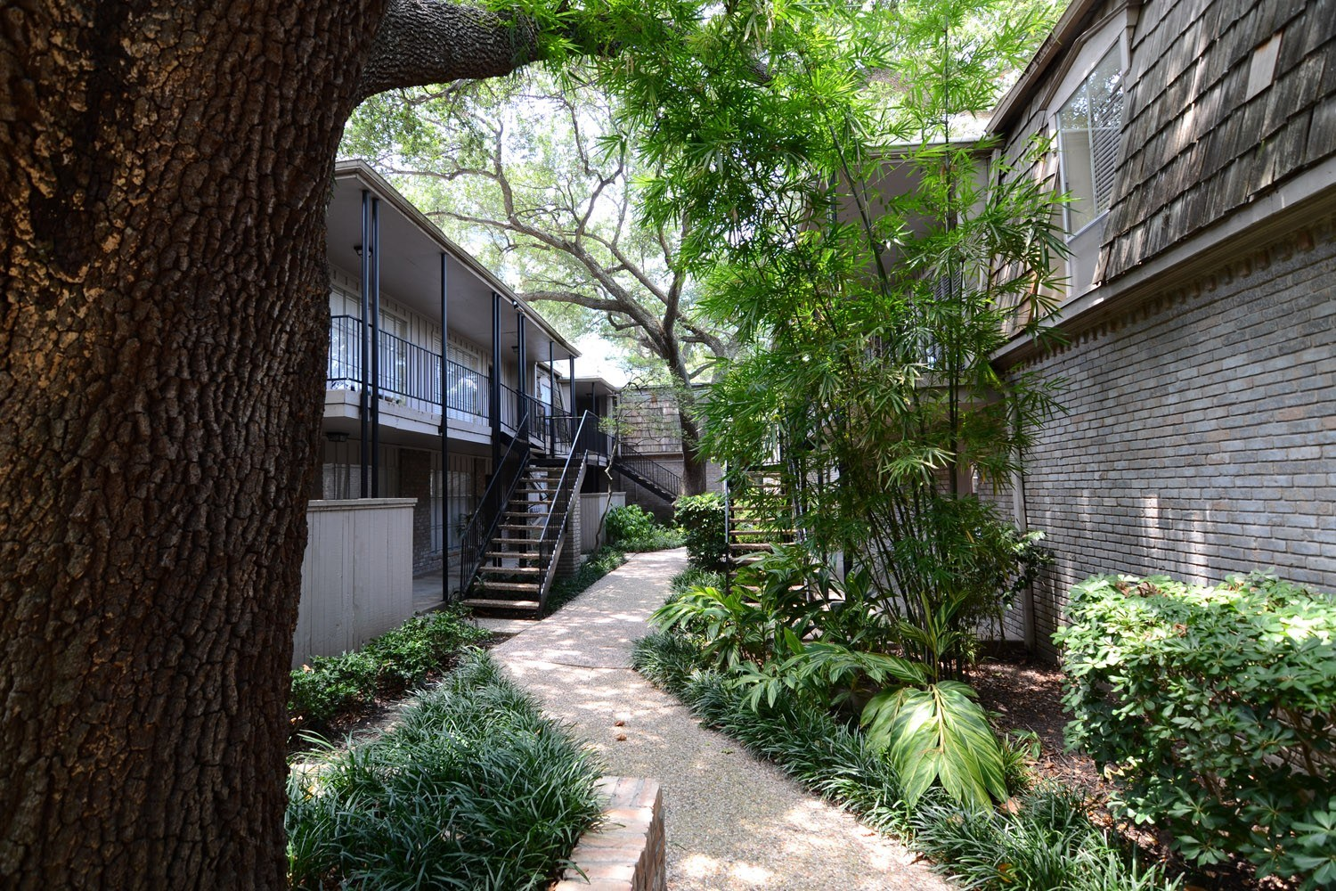 Gallery 9 | The Bordeaux Houston Galleria apartments